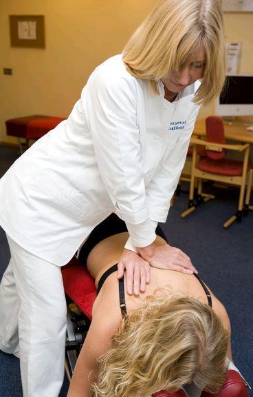 Kan een chiropractor wervels breken